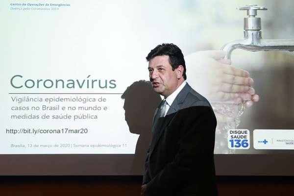 O ministro da Saúde, Luiz Henrique Mandetta, em coletiva de imprensa no dia 17 de março