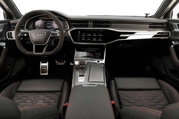 Three tactile displays provide all the information about the car and the main controls.