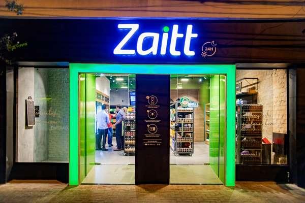 """A loja autônoma da Zaitt funciona no esquema """"scan and go"""", em que o consumidor precisa ler códigos QR para entrar no mercado e comprar produtos"""