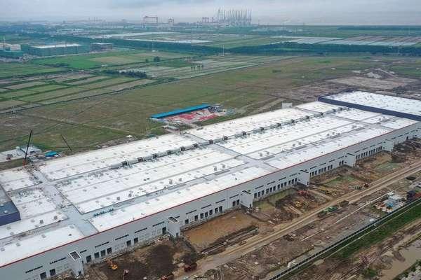 Nova fábrica da Tesla em construção em Xangai, China, em 2019