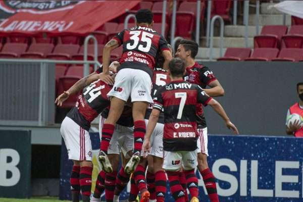 Na briga pelo título! Flamengo comemora a vitória sobre o Palmeiras (Foto: Alexandre Vidal / Flamengo)