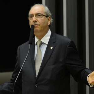 Cunha promete despachar pedidos de impeachment até amanhã