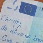 Nota de 20 euros com recado viraliza e reúne casal brigado