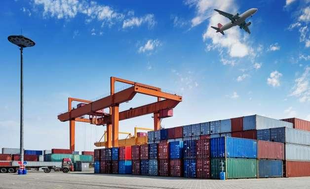 Brasil tem superávit na balança comercial após ano negativo