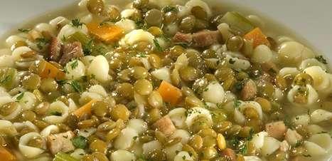 Sopa de lentilha com bacon