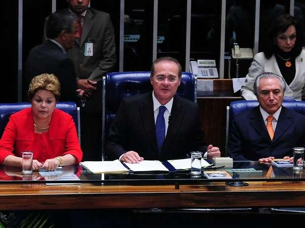 Solenidade contou com a presença de Dilma (esq.), do presidente do Congresso, Renan Calheiros (centro), e do vice-presidente da República, Michel Temer (dir.) Foto: Gustavo Lima / Agência Câmara