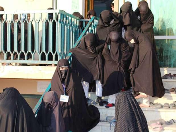 Uma escola religiosa não registrada no norte do Afeganistão está sendo acusada de radicalizar milhares de mulheres muçulmanas Foto: Malyar Sadeq Azad/ / BBCBrasil.com