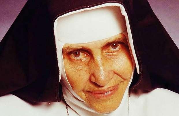 Irmã Dulce  - Em abril de 2009, o papa Bento XVI reconheceu as virtudes de Irmã Dulce, autorizando oficialmente a concessão do título àreligiosa