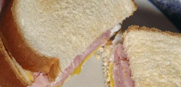 Você sabia que o sanduíche foi inventado graças ao bridge?