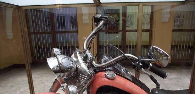 Museu de Bogotá exibe Harley-Davidson de Pablo Escobar