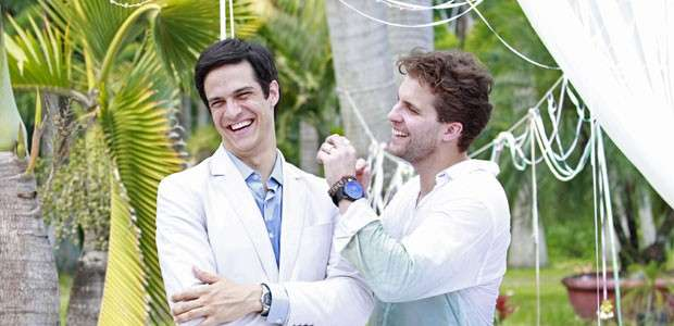 Mateus Solano apelida beijo gay na TV e brinca: