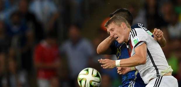 Schweinsteiger discorda da Fifa ao dar bola de ouro a Messi