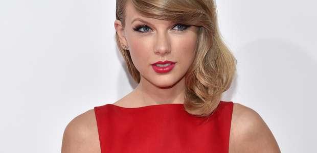 Aos 24 anos, Taylor Swift faz música e doa direitos autorais