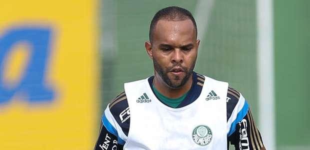 Palmeiras confirma doping de Alecsandro e espera contraprova