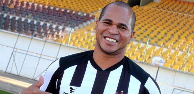 Aos 40 anos, Aloísio Chulapa é apresentado no Grêmio Maringá