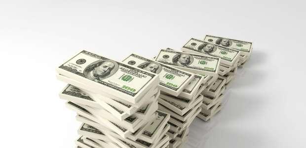 Dólar cierra hasta en 16.97 pesos en bancos capitalinos