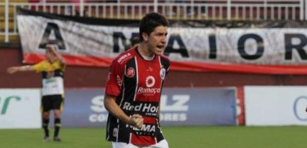 Paraná negocia com três jogadores formados na base do Santos