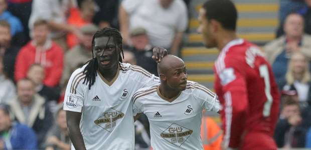 Chicharito ve desde la banca derrota del United ante Swansea
