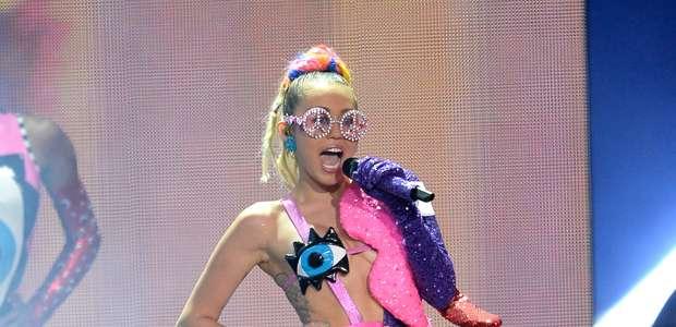 ¿Cual fue el look más extraño de Miley Cyrus en los VMA's?