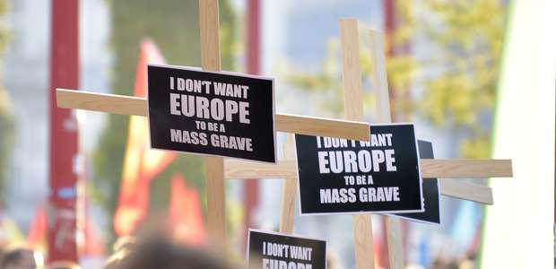 Miles se manifiestan en Viena a favor de los refugiados