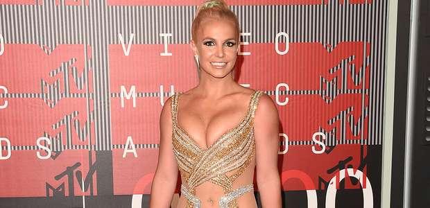 Britney Spears deslumbra como bailarina al compás de 'Hello'