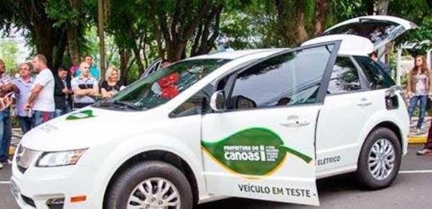 Taxistas de cidade gaúcha iniciam testes com carro elétrico