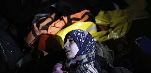 Un bebé es hallado muerto en una patera de refugiados