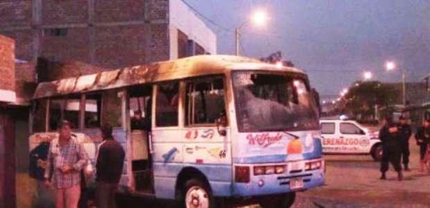 Trujillo: Presuntos extorsionadores incendian bus