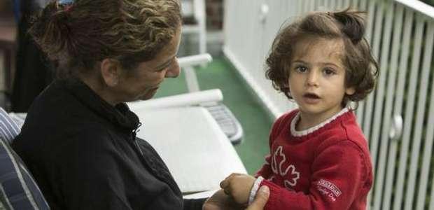 Síria reencontra sua filha 20 dias após jornada pela Europa