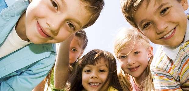 Consejos para enseñar buenos modales de mesa a los hijos