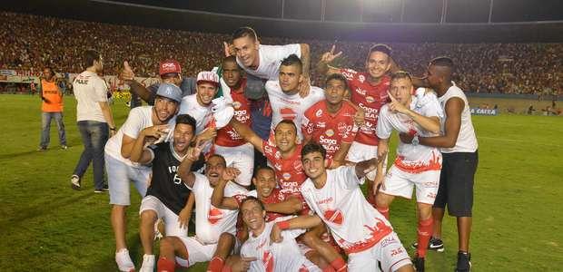Vila Nova goleia Londrina e conquista título da Série C