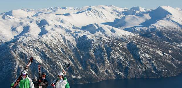 Stranda en Noruega: esquiar con vistas al fiordo