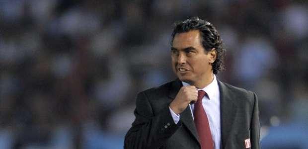 En Perú afirman que José del Solar viene a dirigir a Chile