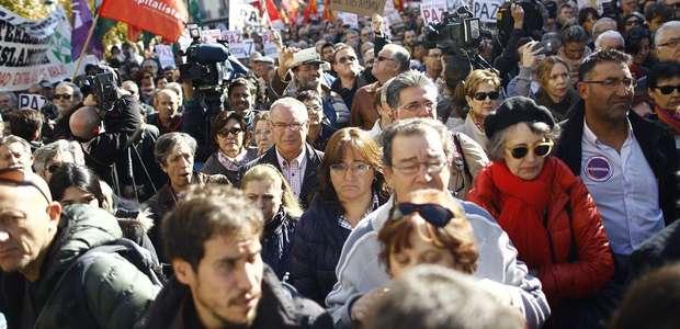 Centenares de españoles rechazan la guerra en Siria