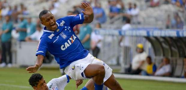 Cruzeiro estreia no Mineiro com 0 a 0 diante da torcida