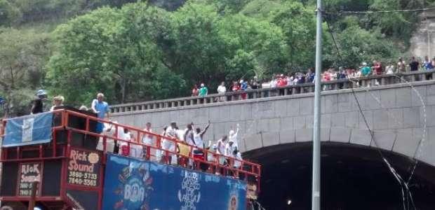 Dois pra lá, dois pra cá é o único a atravessar túnel no Rio