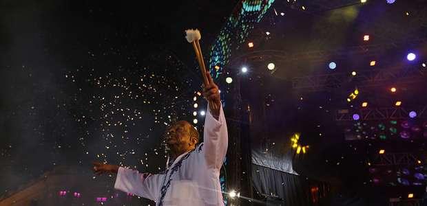 Naná Vasconcelos emociona na abertura do Carnaval do Recife