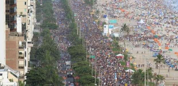Prefeitura do Rio multa 492 foliões por fazer xixi na rua