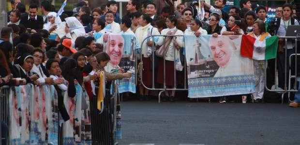Con gente en las calles, México espera al papa Francisco