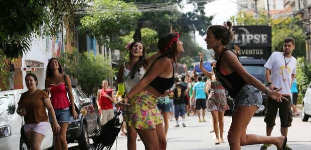 Ainda é Carnaval! Blocos agitam o