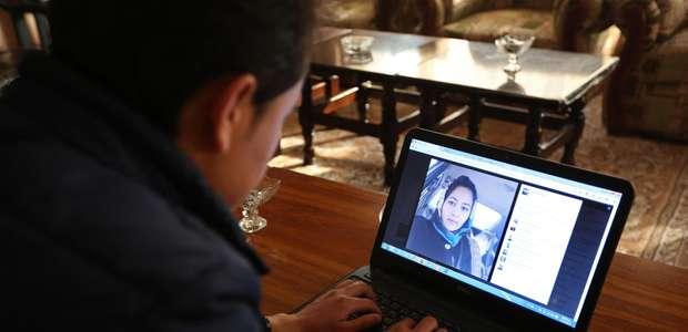 Afganos eluden normas sociales para hallar amor en internet