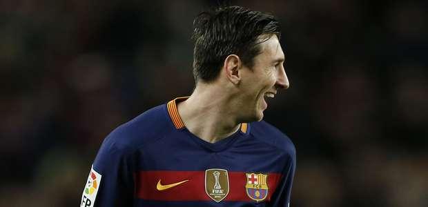 Barcelona golea y se divierte con curioso penal de Messi