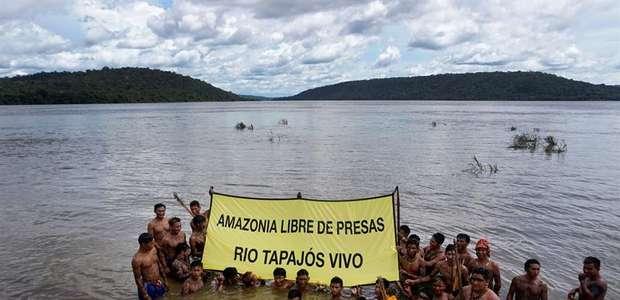 Índios protestam contra hidrelétricas no Rio Tapajós