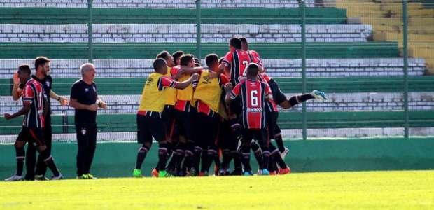 Joinville goleia Chapecoense e fatura o 2º turno catarinense