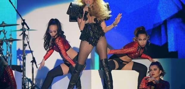 5 momentos terribles de Paulina Rubio sobre el escenario