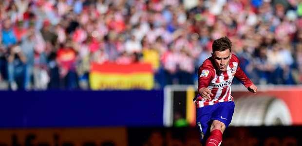 El Atlético supera al Rayo y sigue en la pelea por el título
