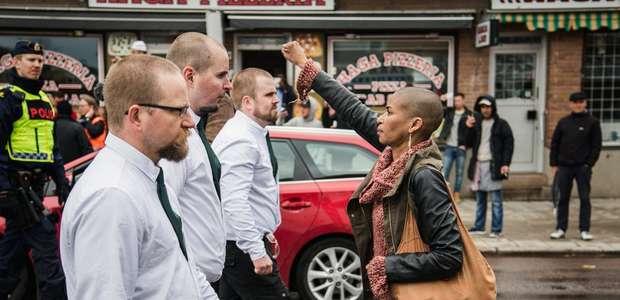 La mujer negra que desafía a 300 nazis se convierte en icono