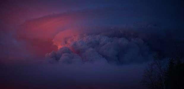 Las imágenes del gigantesco incendio que asola Canadá