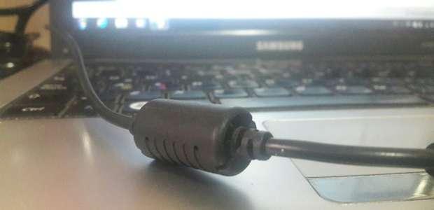 ¿Para qué sirve el cilindro del cargador del notebook?