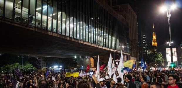 Protesto bloqueia trânsito na Paulista e pede saída de Temer